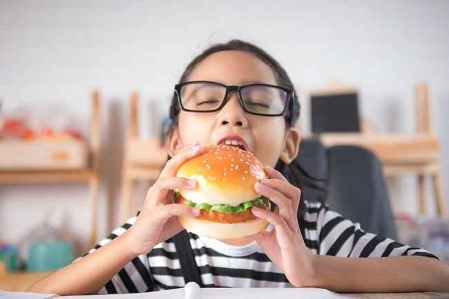 Kolesterol Tinggi Bisa Terjadi Pada Anak, Ini Cara Mengatasinya